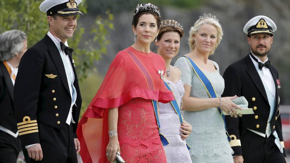 60f5de4b Kongelige kjoler: Her er designerens dom - TV 2