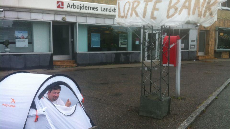 Claus er sur på sin 'lortebank' | Nyhederne