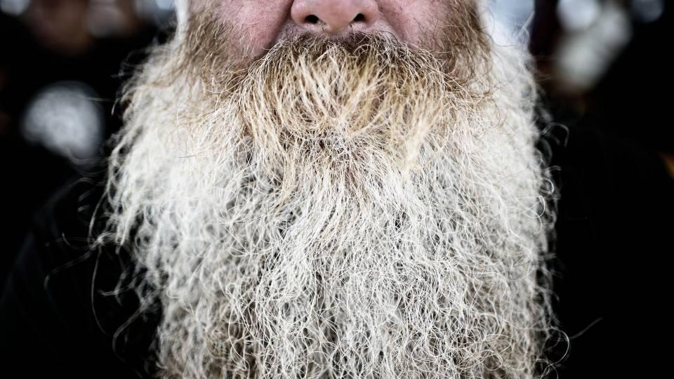 mand med fuldskæg