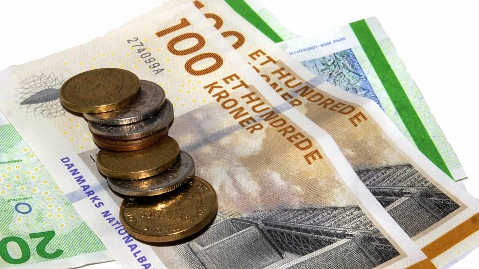 udlægger penge skat