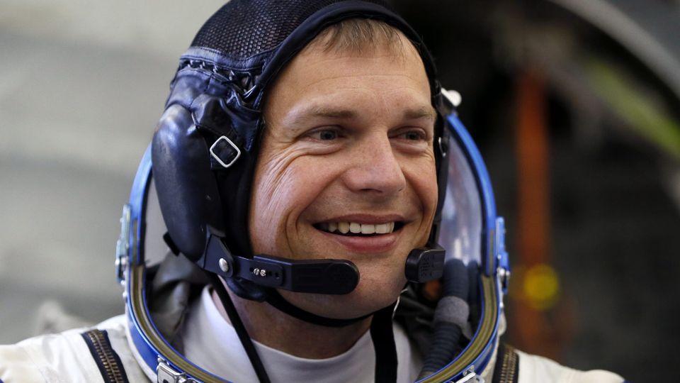 Dansk astronaut tre uger før opsendelse: Frygter at brække benet - TV 2