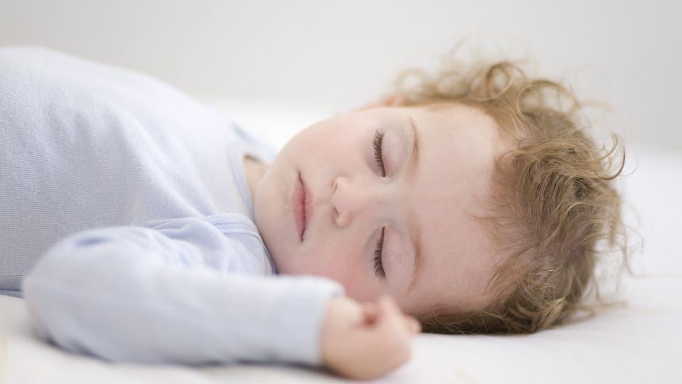 hvor meget skal baby sove
