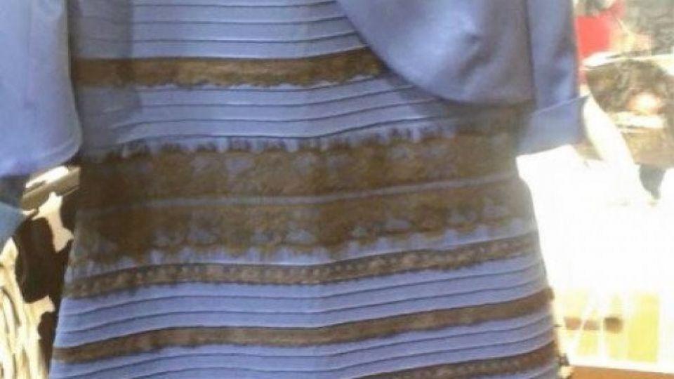 cc82fc66441e Så du sort og blå eller hvid og guld  Her er forskellen på de to lejre - TV  2