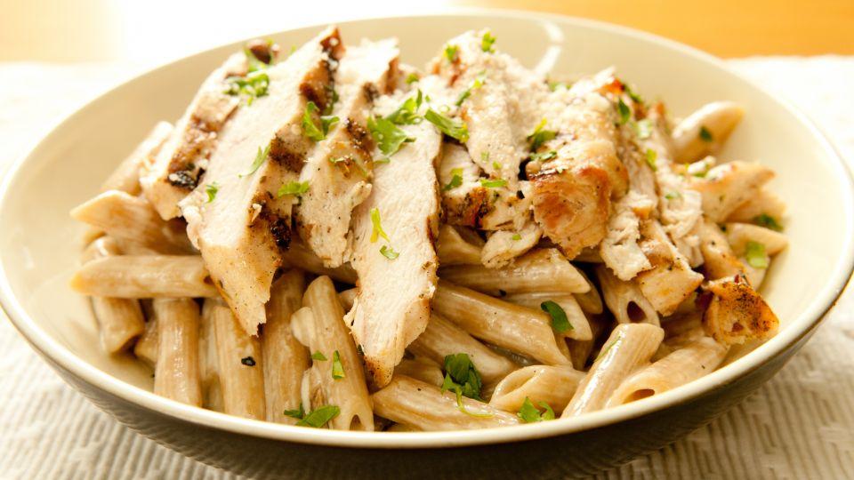 Kyllingefilet med stegt pasta - TV 2