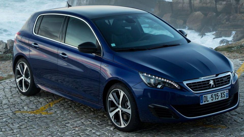 SE LISTEN: Værdien af nyere brugte biler skåret med tusinder af kroner - TV 2