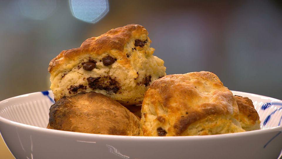 Tre slags scones: chokolade, urter og ost, citroncreme - TV 2