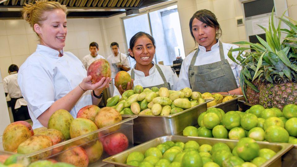 nu modtager danske kamilla stor haeder hun er latinamerikas bedste kvindelige kok
